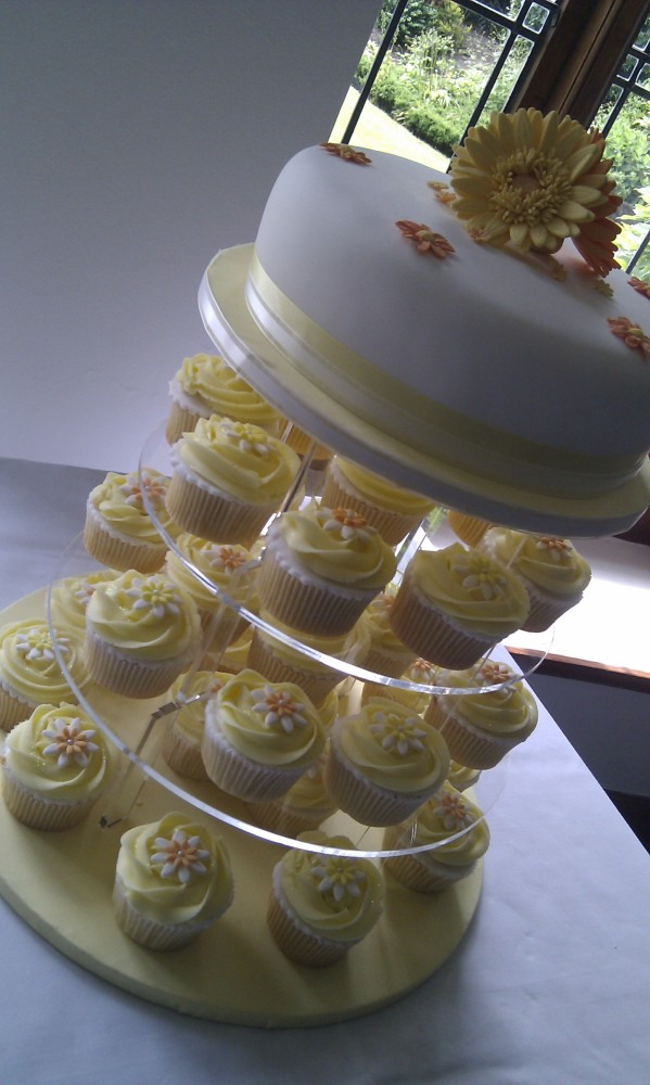 Baking for love – My sister's cupcake wedding cake