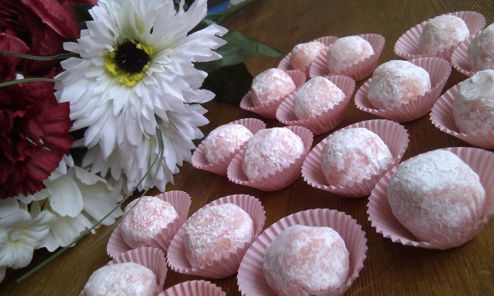 White chocolate and Strawberry truffles