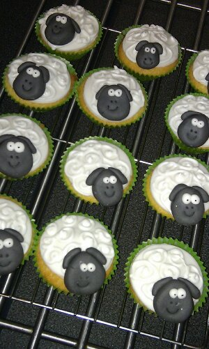 Little sheepy cupcakes